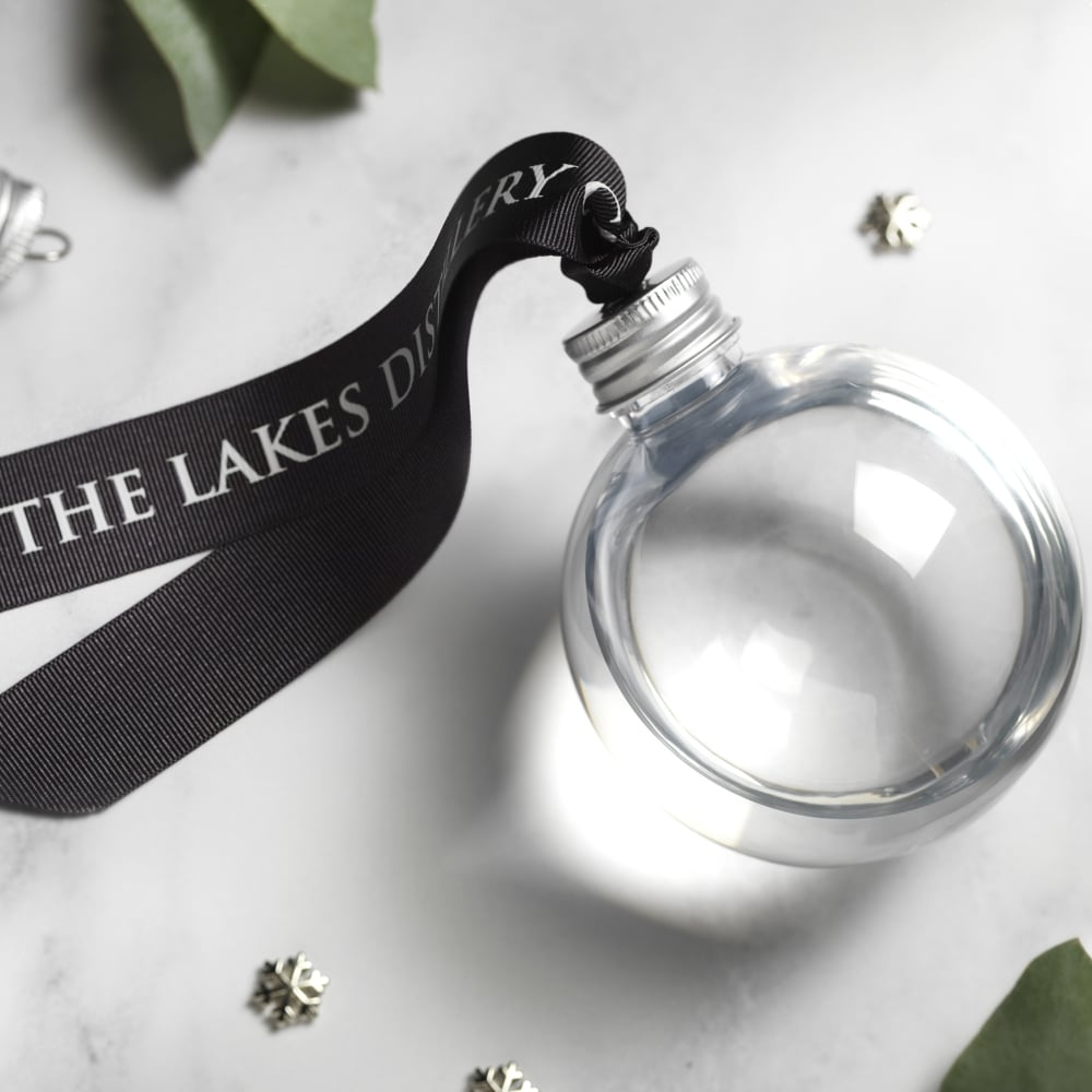 the-lakes-gin-gin-christmas-bauble-20cl-p111-405_image